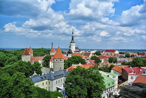 1200px-Old_Town_of_Tallinn,_Tallinn,_Est