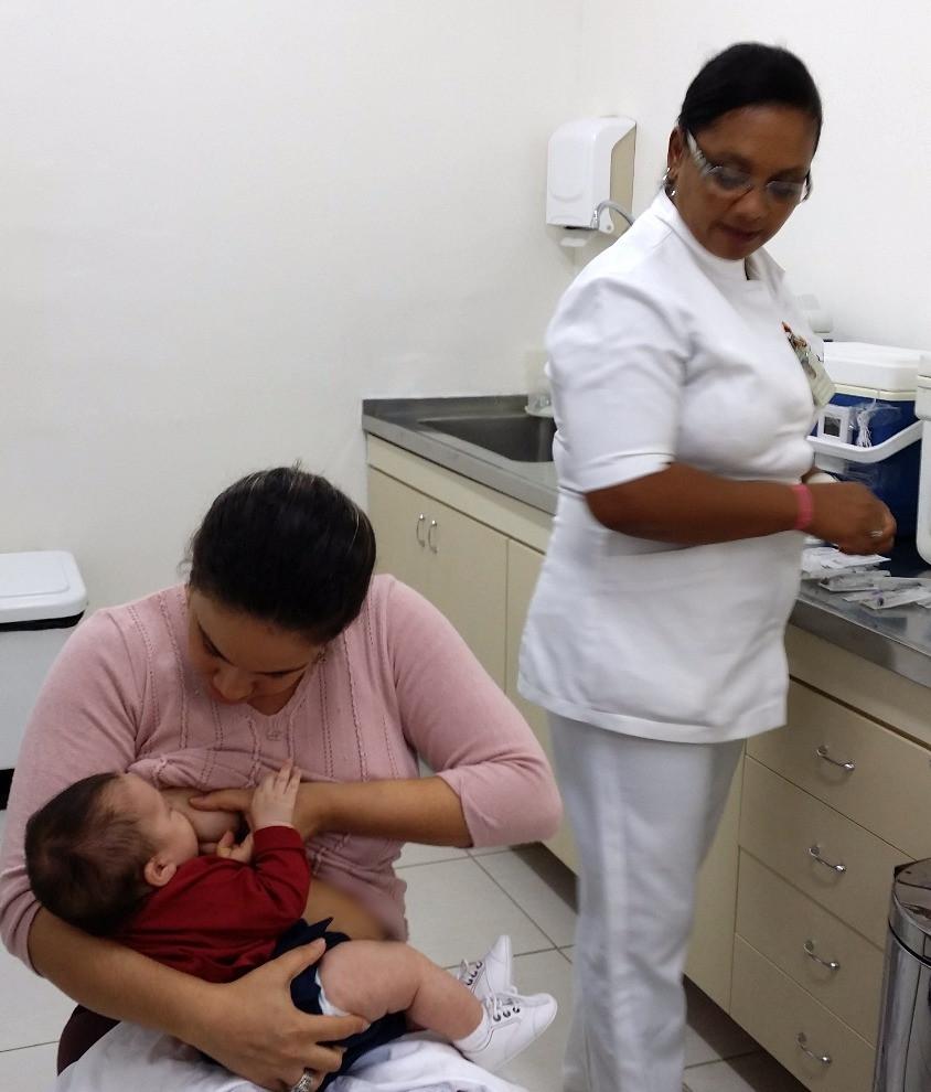 Espere pelo menos 5 minutos após o início da mamada para iniciar o procedimento