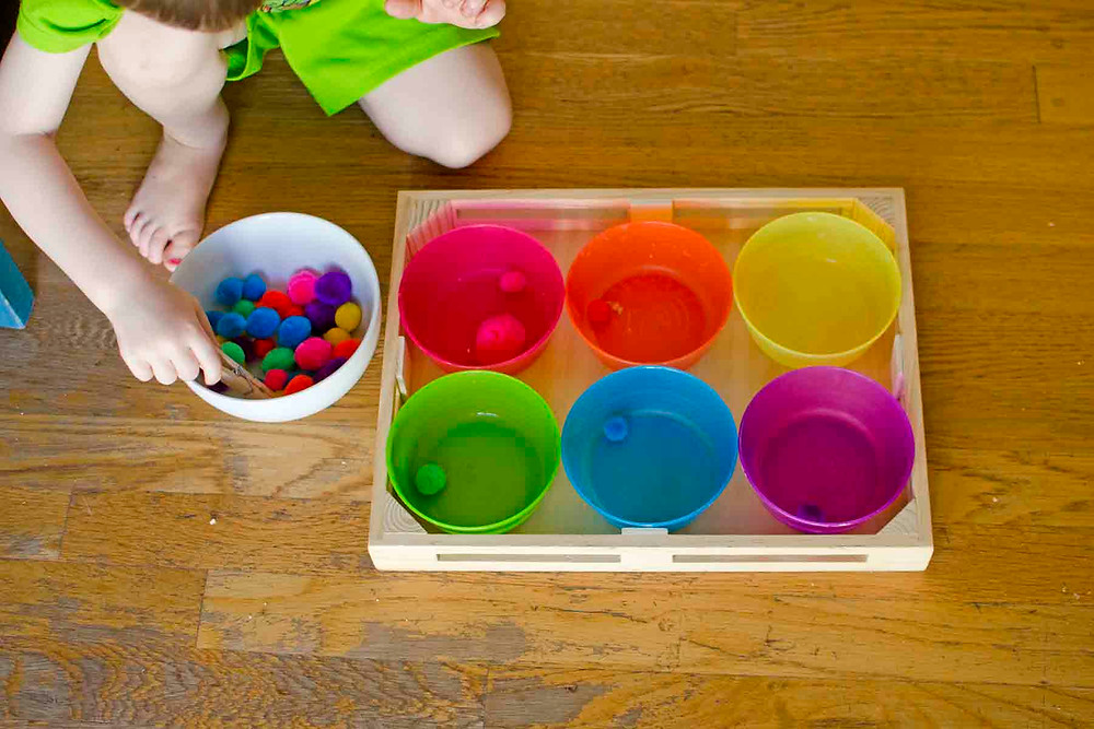 Source: http://busytoddler.com/2016/05/pom-pom-sorting-fine-motor-skills-activity/