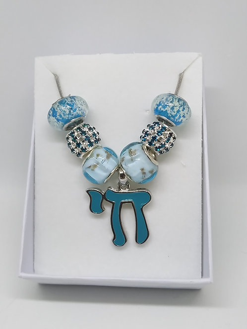 Beads necklace with blue Chai