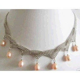 Unique design of pearls necklace