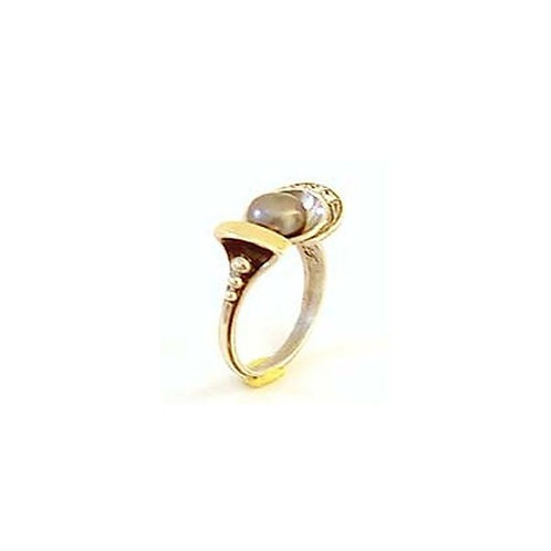 Silver ring with black Pearl and Zircon