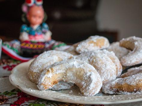 Hungarian Vaníliás Kifli (Vanilla Crescent cookies)