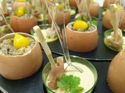 Assortiment d'œufs toqués