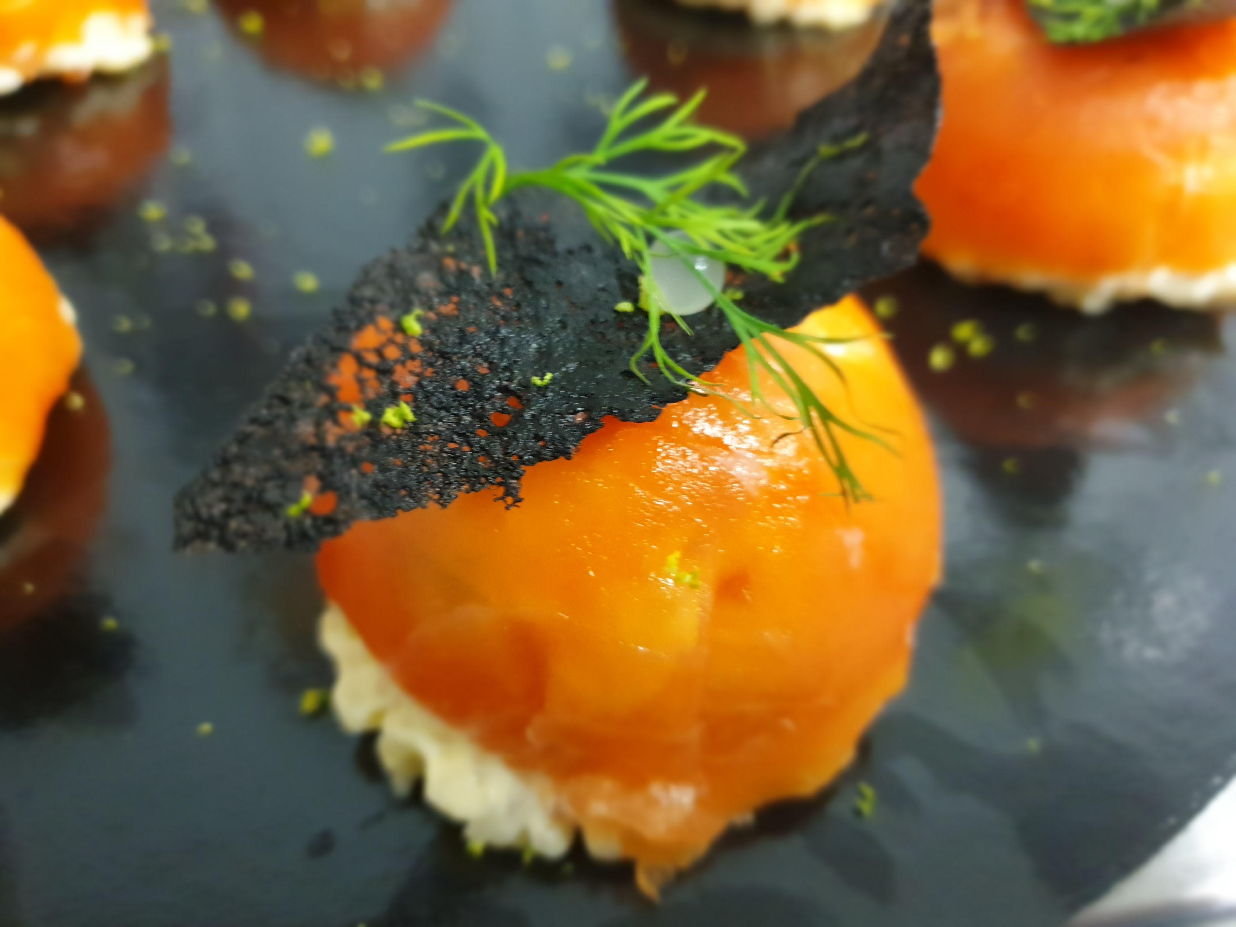 Dôme de saumon fumé et perles marines