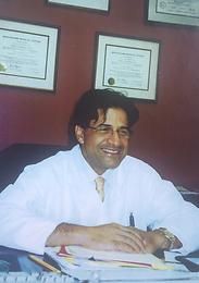 Dr. David Momtaheni