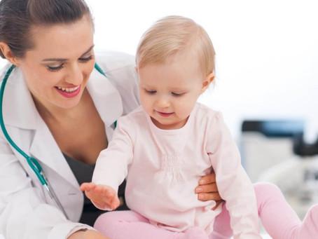 A frequência ideal de consultas pediátricas e até quando elas devem acontecer