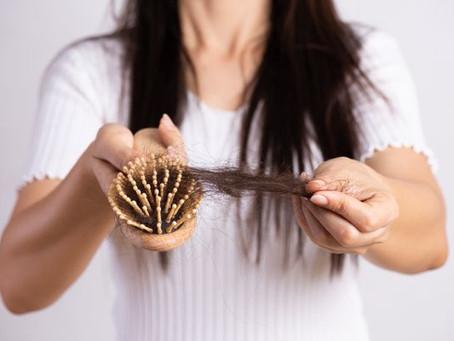 Queda de cabelo da mãe, uso de vitaminas, uso de medicamentos durante a amamentação