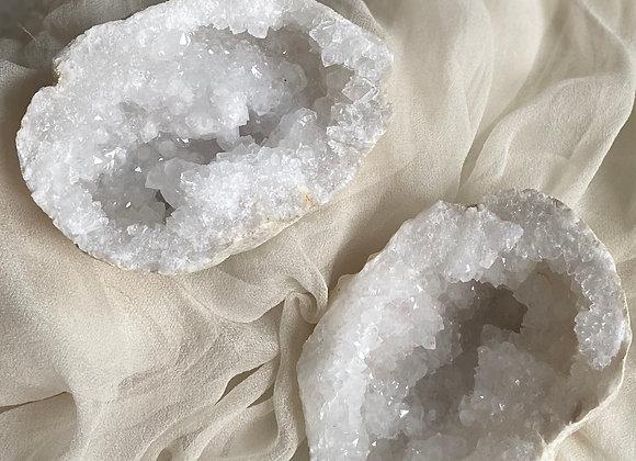Geode de Quartz blanc complète