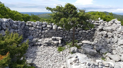 Natursteinmauer im Skitaca