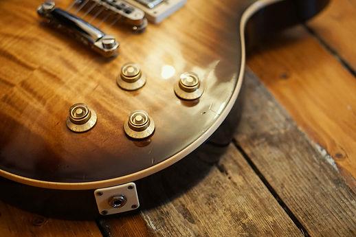 Gibson Les Paul Standard (2007) in Desert Burst at Wise Tree Studios - © Rich Bond