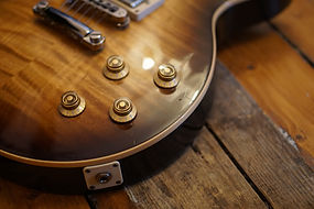 Gibson Les Paul Standard (2007) in Desert Burst at Wise Tree Studios