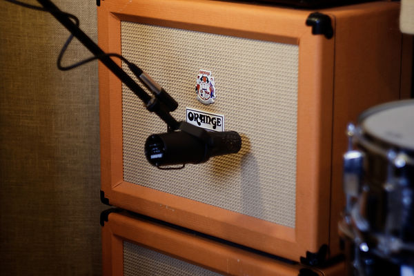 Shure SM7b microphone miking up an Orange guitar amplifer cabinet.