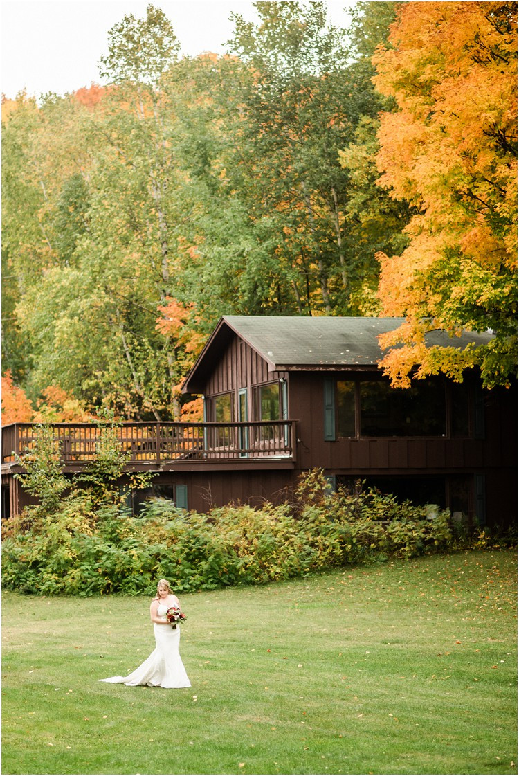 bride-walking-down-aisle-at-northern-wisconsin-autumn-wedding-by-appleton-wedding-photographer-kyra-rane-photography