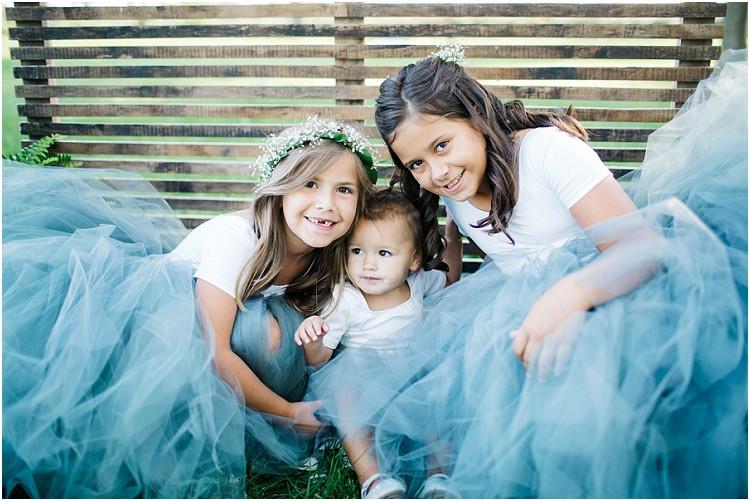 flower-girls-at-little-chute-waterfront-wedding-by-appleton-wedding-photographer-kyra-rane-photography