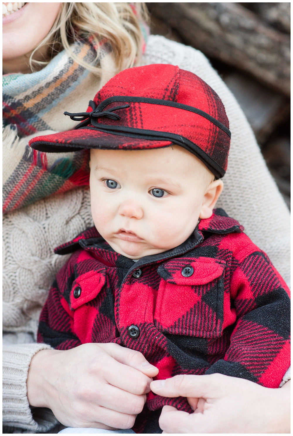 baby-with-blue-eyes-at-northwoods-lifestyle-session-by-milwaukee-wedding-photographer-kyra-rane-photography