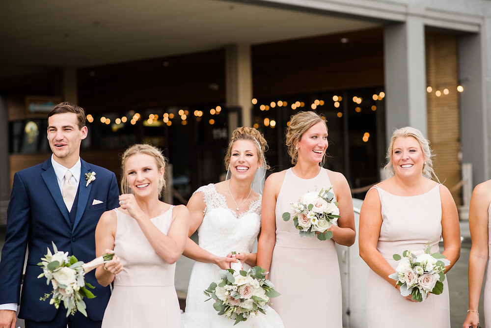 bridesmaids-laughing-together-at-how-to-be-a-dream-bridesmaid-by-milwaukee-wedding-photographer-kyra-rane-photography