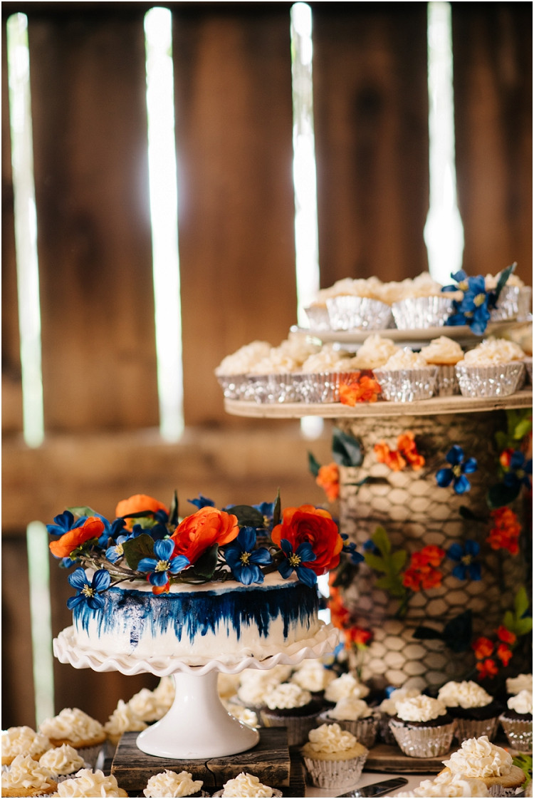 wedding-cake-and-cupcakes-at-wisconsin-farm-wedding-by-green-bay-wedding-photographer-kyra-rane-photography