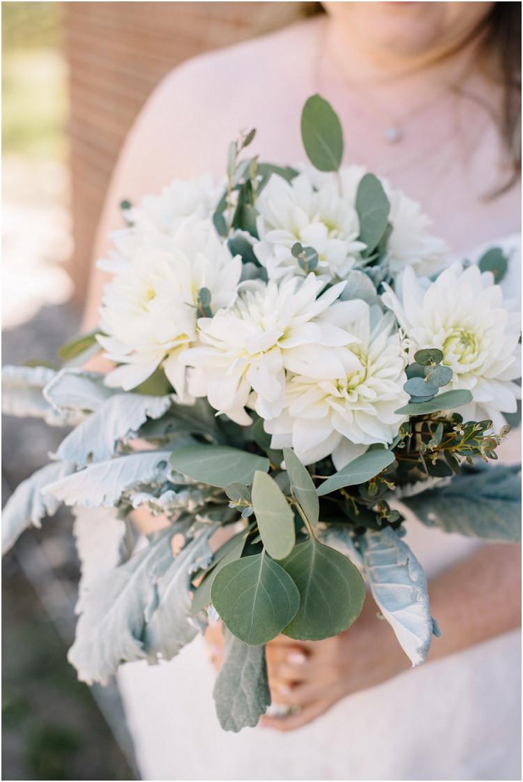bridal-bouquet-at-minnesota-wedding-by-green-bay-wedding-photographer-kyra-rane-photography