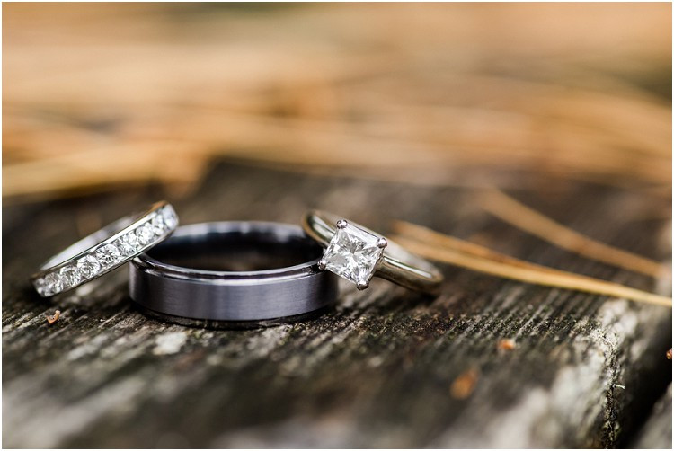 wedding-rings-at-northern-wisconsin-autumn-wedding-by-appleton-wedding-photographer-kyra-rane-photography
