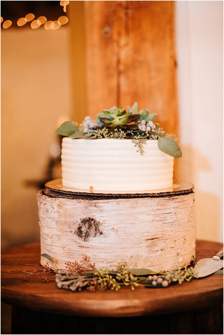 wedding-cake-at-barnsite-retreat-and-events-wedding-by-green-bay-wedding-photographer-kyra-rane-photography