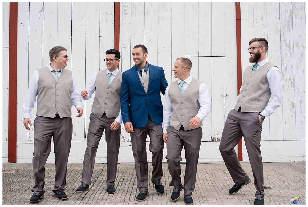groom-and-groomsmen-at-brighton-acres-wedding-by-green-bay-wedding-photographer-kyra-rane-photography