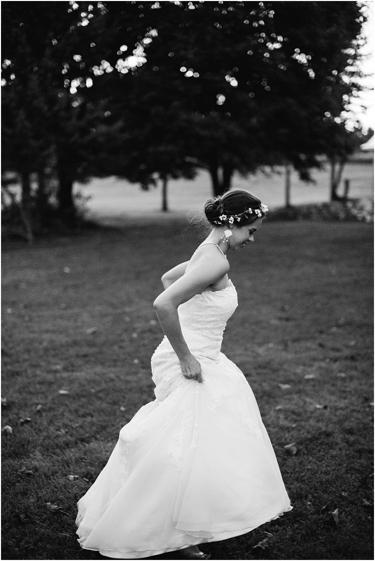 bride-running-at-barnsite-retreat-and-events-wedding-by-appleton-wedding-photographer-kyra-rane-photography