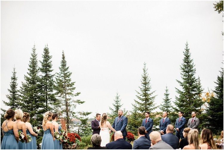 outside-wedding-ceremony-at-northern-wisconsin-autumn-wedding-by-green-bay-wedding-photographer-kyra-rane-photography