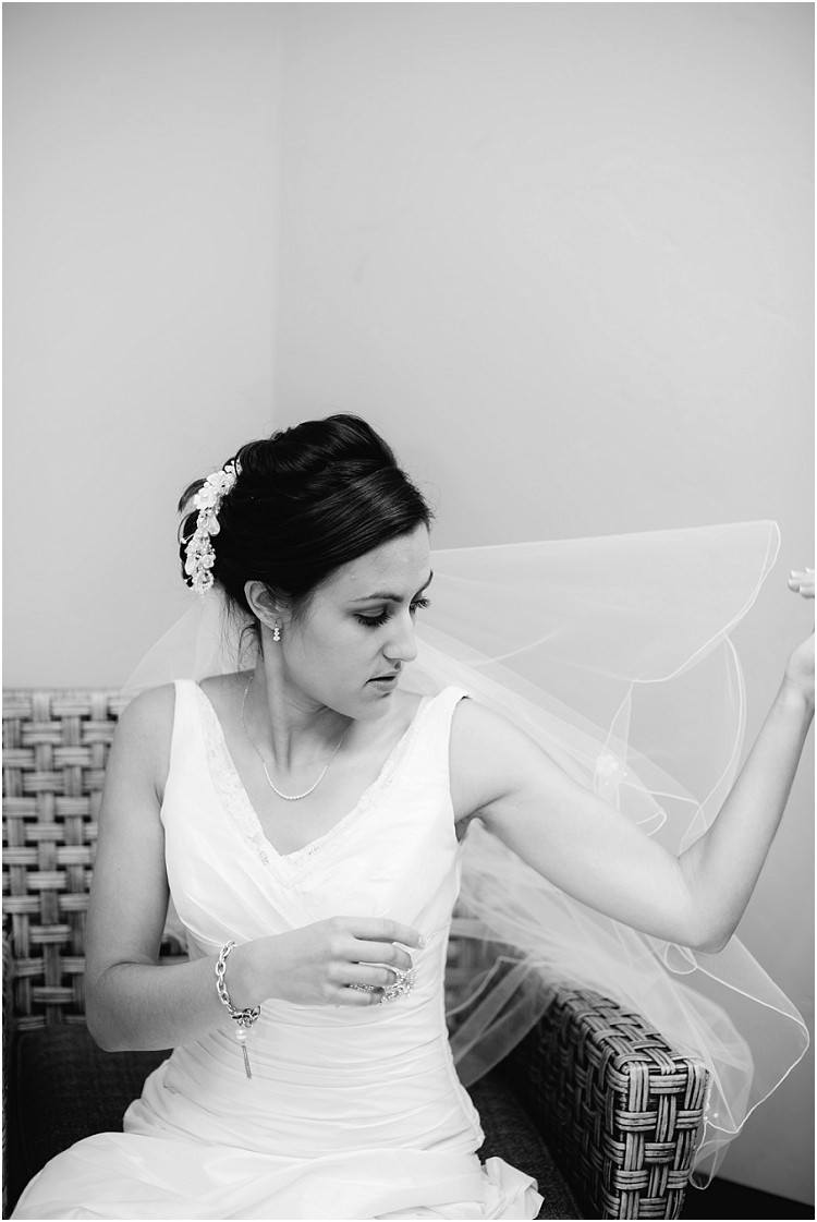 bride-putting-on-wedding-viel-at-de-pere-wedding-by-appleton-wedding-photographer-kyra-rane-photography