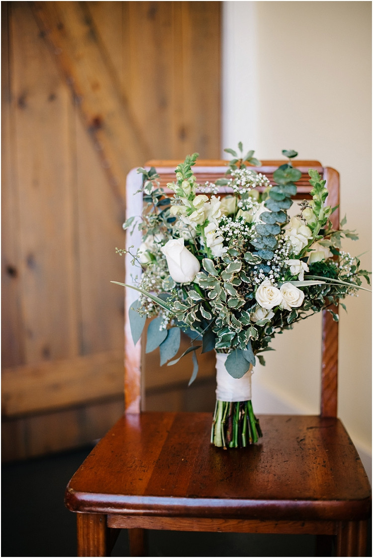bridal-bouquet-at-barnsite-retreat-and-events-wedding-by-appleton-wedding-photographer-kyra-rane-photography