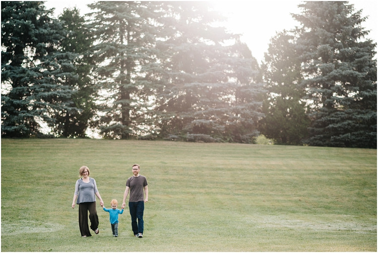 family-walking-down-hill-at-plamann-park-session-by-green-bay-wedding-photography-kyra-rane-photography