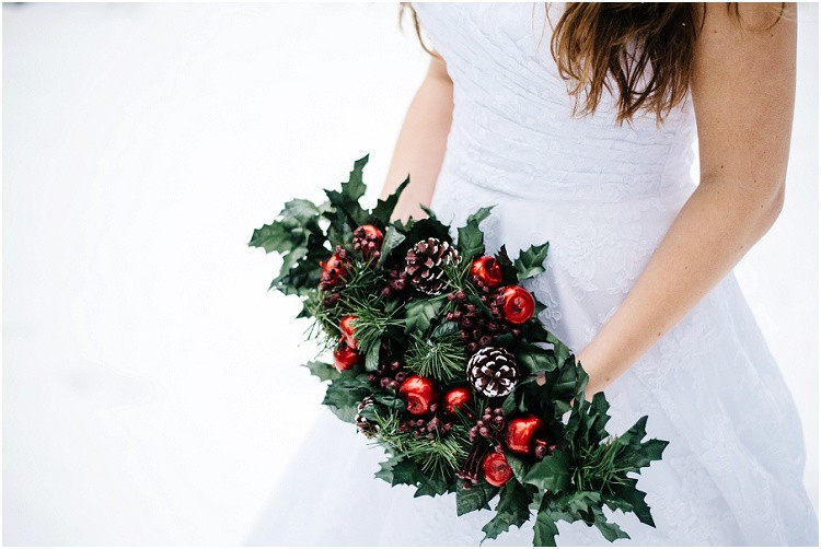 winter-floral-arrangement-at-wisconsin-winter-bridal-portraits-by-milwaukee-wedding-photographer-kyra-rane-photography