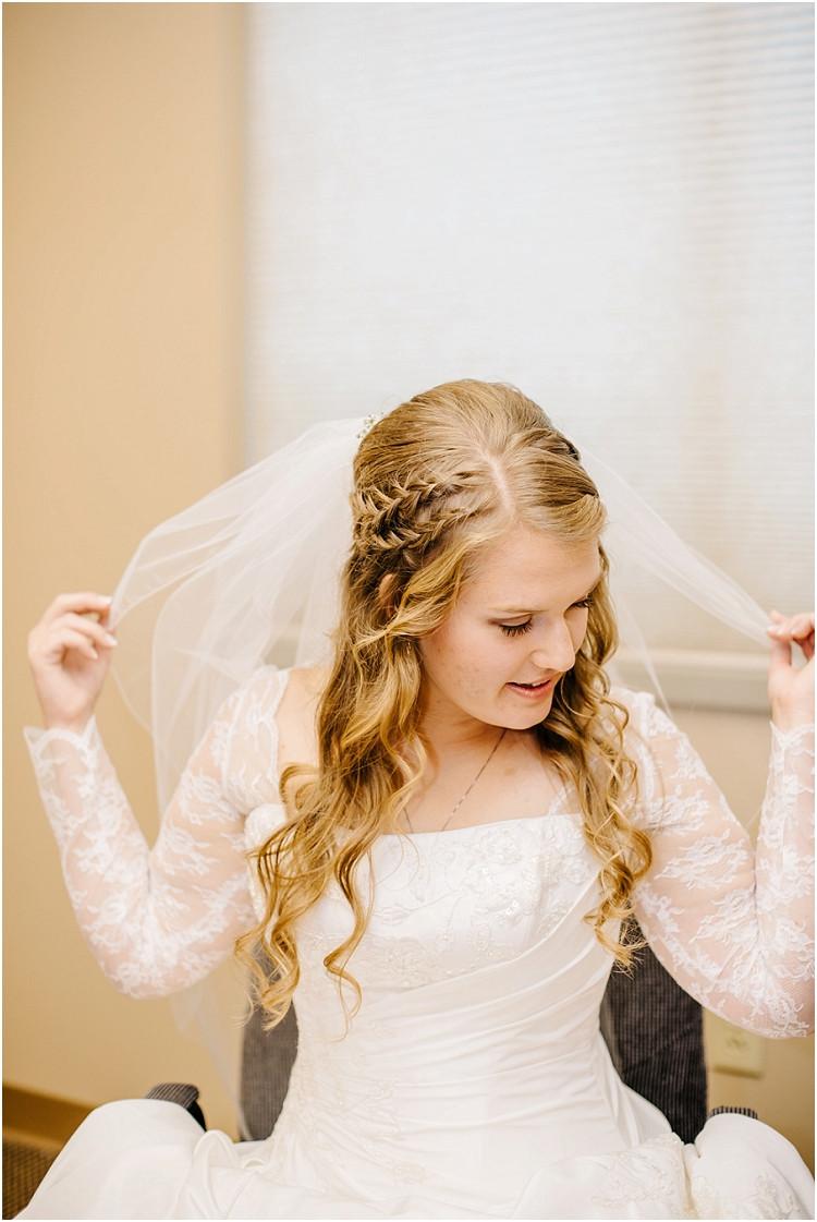 bride-wearing-veil-at-pamperin-park-wedding-by-green-bay-wedding-photographer-kyra-rane-photography