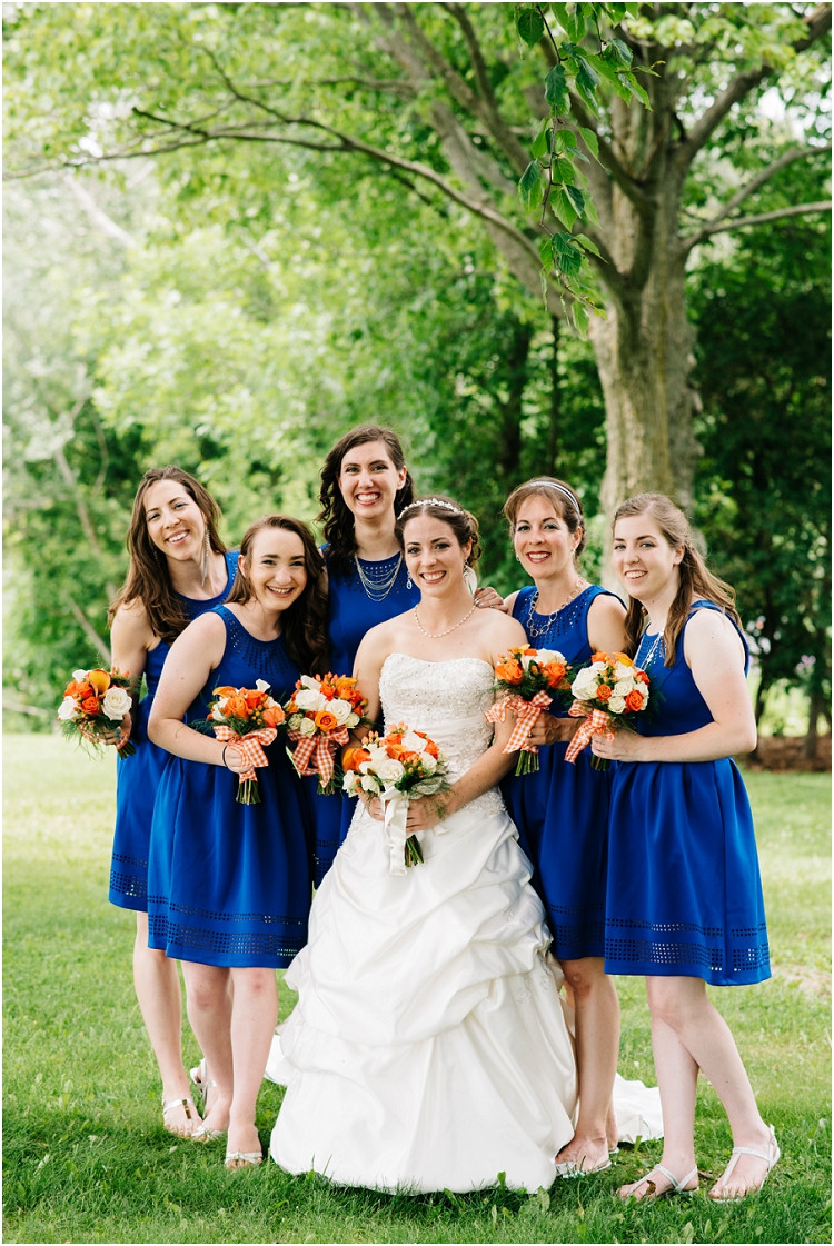 bride-and-bridesmaids-at-wisconsin-farm-wedding-by-green-bay-wedding-photographer-kyra-rane-photography