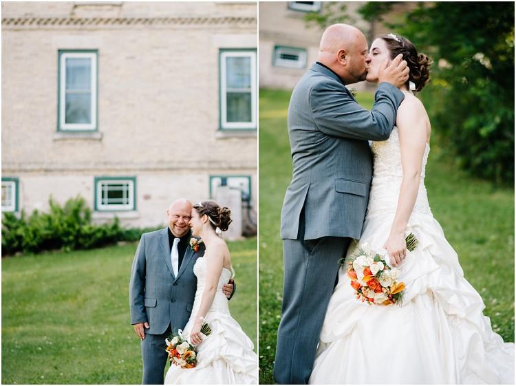 wedding-couple-kissing-at-wisconsin-farm-wedding-by-green-bay-wedding-photographer-kyra-rane-photography