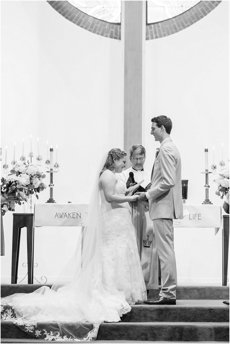 bride-and-groom-exchanging-vows-at-minnesota-wedding-by-appleton-wedding-photographer-kyra-rane-photography