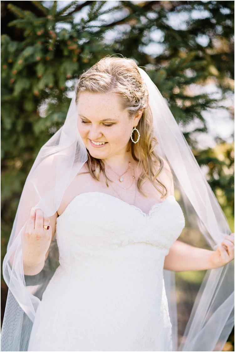 bridal-portrait-wearing-veil-at-minnesota-wedding-by-green-bay-wedding-photographer-kyra-rane-photography