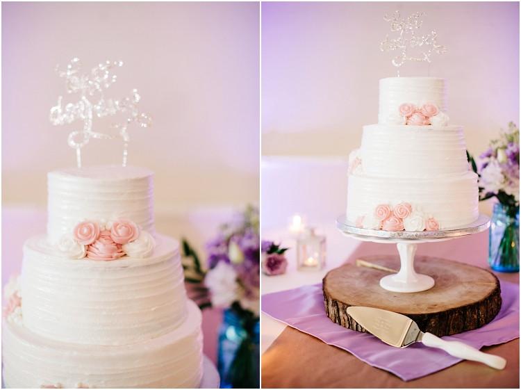 wedding-cake-at-best-western-premier-waterfront-hotel-wedding-by-green-bay-wedding-photographer-kyra-rane-photography