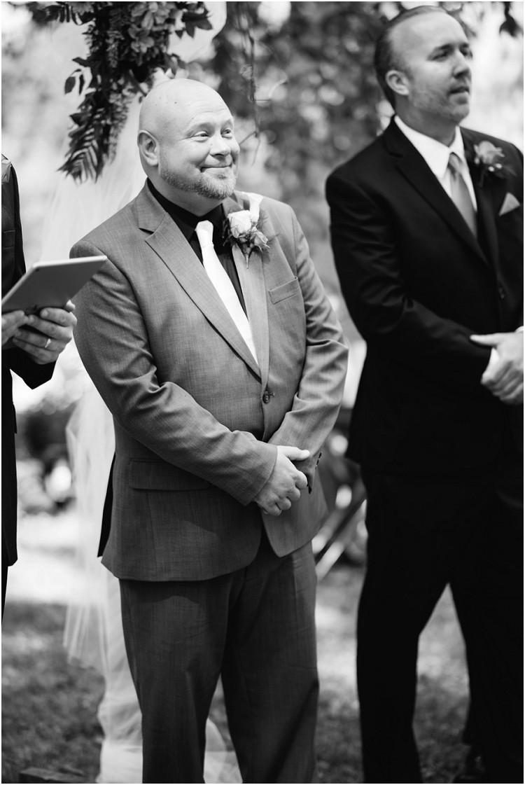 groom-seeing-bride-walk-down-aisle-at-wisconsin-farm-wedding-by-green-bay-wedding-photographer-kyra-rane-photography