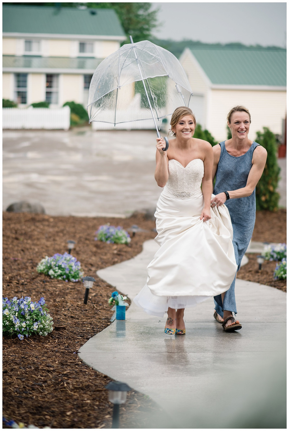 bride-walking-with-umbrella-to-ceremony-at-brighton-acres-wedding-by-appleton-wedding-photographer-kyra-rane-photography