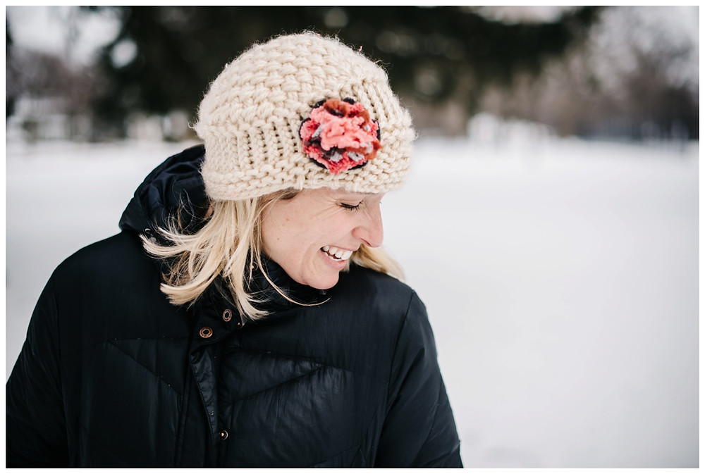 floral-crochet-hat-at-winter-portrait-session-at-pierce-park-by-milwaukee-wedding-photographer-kyra-rane-photography