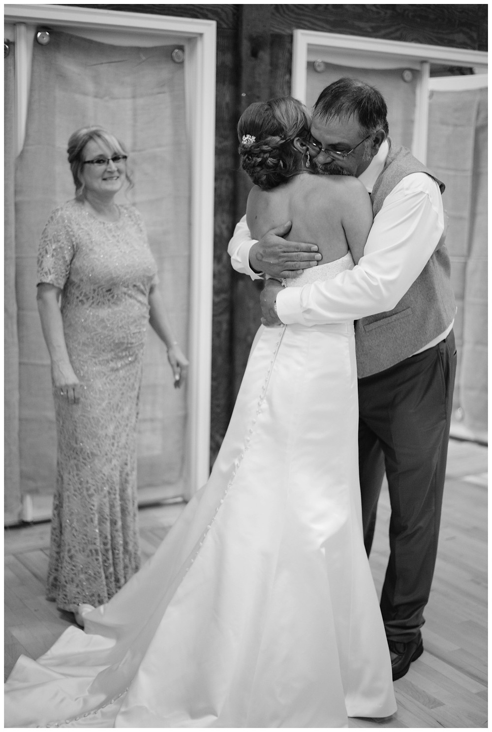 father-and-bride-first-look-at-brighton-acres-wedding-by-appleton-wedding-photographer-kyra-rane-photography