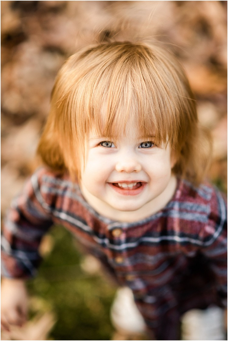 toddler-looking-into-camera-at-backyard-family-session-by-milwaukee-wedding-photographer-kyra-rane-photography