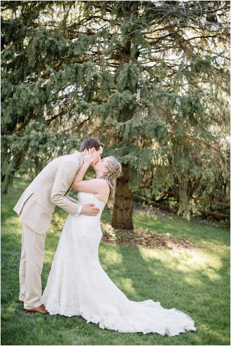 wedding-couple-kiss-by-tree-at-minnesota-wedding-by-appleton-wedding-photographer-kyra-rane-photography