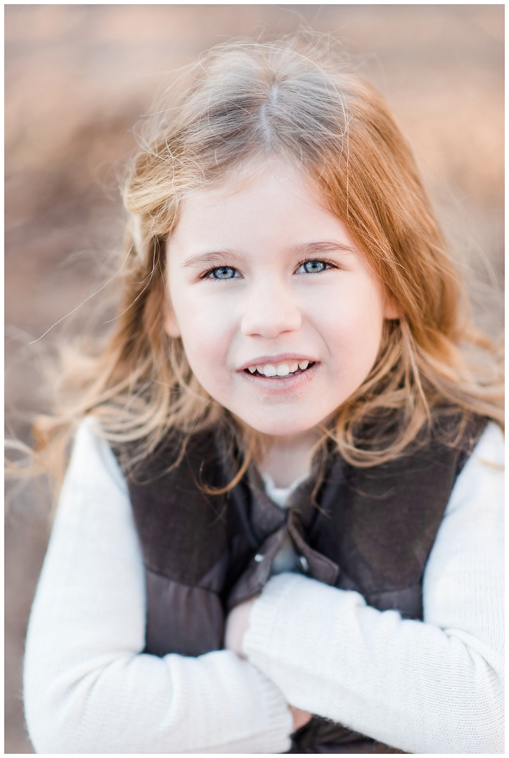 little-girl-looking-into-camera-at-northwoods-lifestyle-session-by-milwaukee-wedding-photographer-kyra-rane-photography