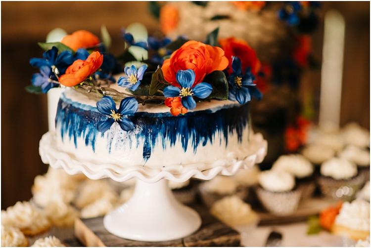 wedding-cake-at-wisconsin-farm-wedding-by-appleton-wedding-photographer-kyra-rane-photography