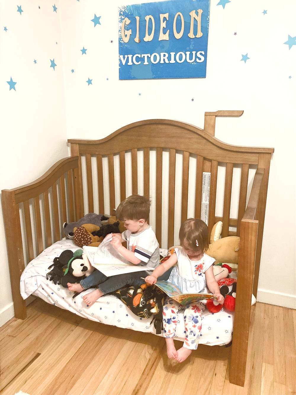 Little Bell Sleep Solutions, kids reading in bed, big boy bed, toddler bed transition, sleep consultant
