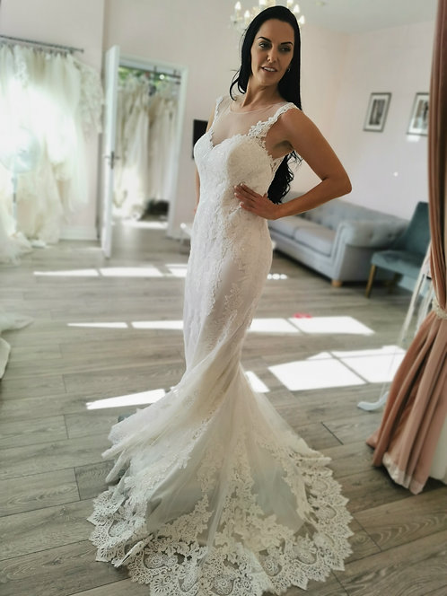 Enzoani Beautiful 17-1 Gown Size 12