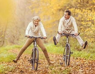 fietsen ouderen blij.jpg