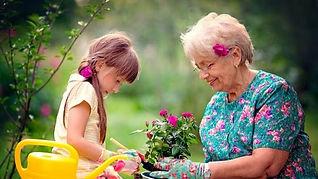 Oma met kleindochter.jpg